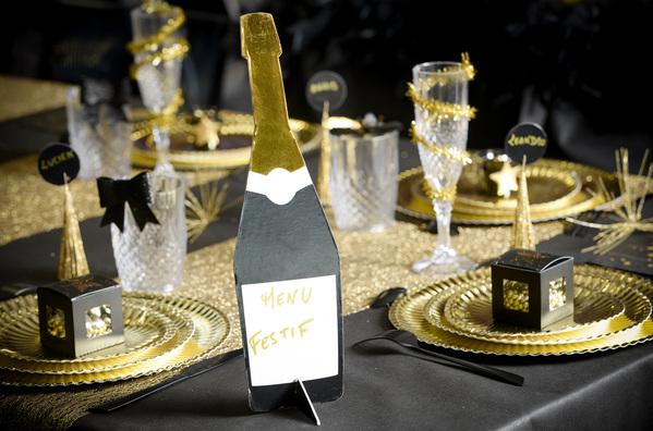 Champagner Flasche als Tischkarten- Namenshalter