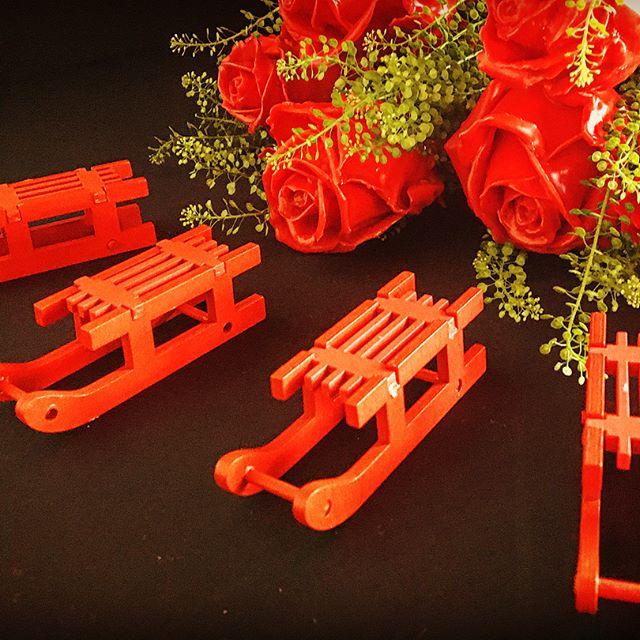 4 Holzschlitten rot Winter Weihnachts Dekoration