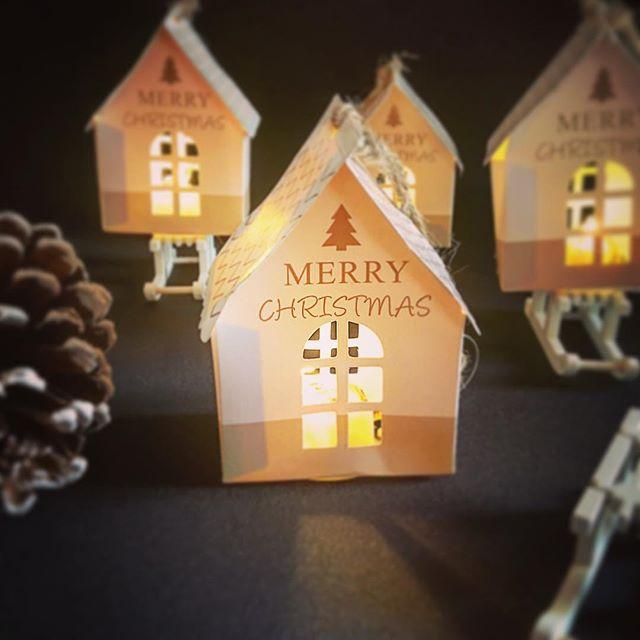 2 Weihnachts Häuschen Merry Christmas mit LED Licht